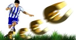Footballeur tire dans un ballon en forme d'euro